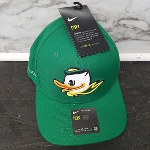 Nike Oregon Ducks Flex Fit Hat New OS Green Nw
